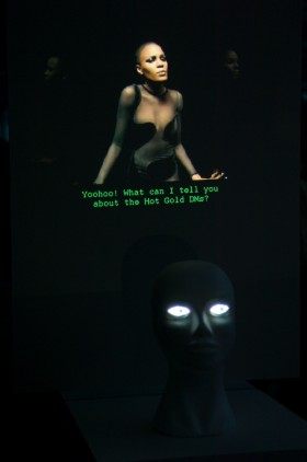 Mannequin showing the Noisettes' video